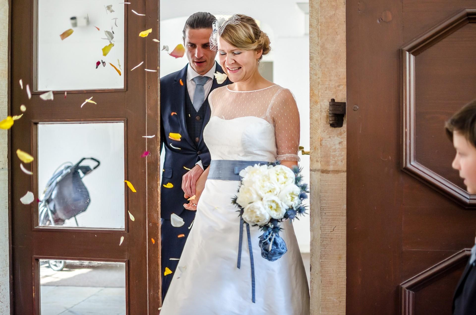 Hochzeitsfotografie Brautpaar und Blumen