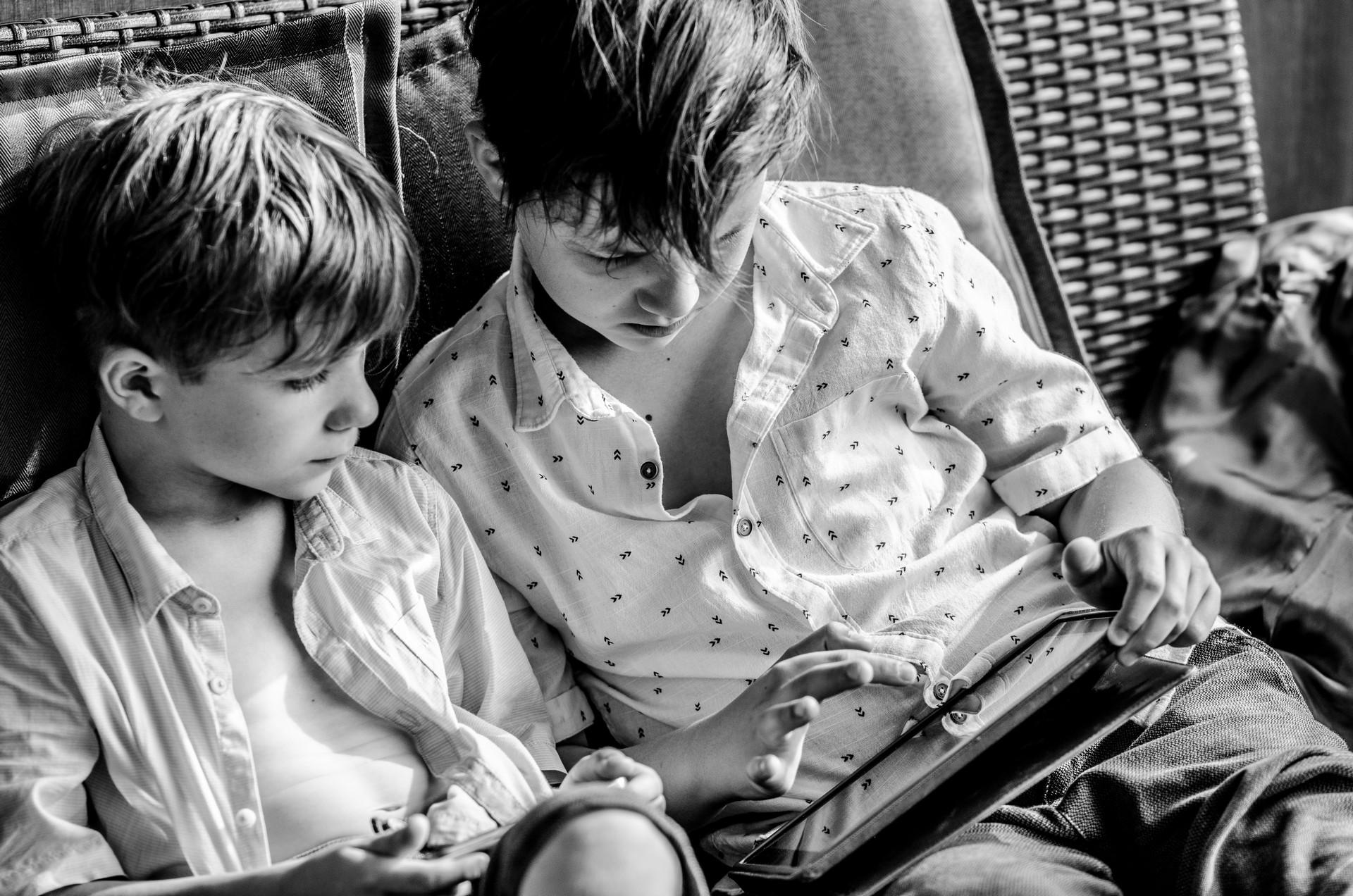 Hochzeitsfotografie Kinder spielen